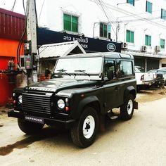Ok let's road trip! I want one #landroverdefender #landrover #ilovelaos #Vientiane #laos #worldwidewebb by christinacwebb Ok let's road trip! I want one #landroverdefender #landrover #ilovelaos #Vientiane #laos #worldwidewebb