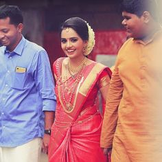 Beauty Pictures: Wedding Saree and South Indian Bride - Beauty Pictures: Wedding Saree and South Indian Bride - South Indian Wedding Hairstyles, Bridal Hairstyle Indian Wedding, Indian Bridal Outfits, Indian Bridal Fashion, Kerala Hindu Bride, Kerala Wedding Saree, Wedding Sari, Kerala Saree, Indian Sarees