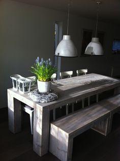 Tafel van steigerhout / steigerplanken, Type Boston    De afmetingen van de tafel zijn L225 / B100 / H78  de tafel komt op €362.50 Incl BTW.