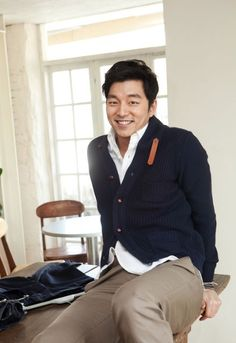 Gong Yoo 공 선생님! Where are the suede elbow patches? Gong Yoo Smile, Yoo Gong, Korean Wave, Korean Men, Asian Actors, Korean Actors, Kdrama, Goong Yoo, Goblin Gong Yoo