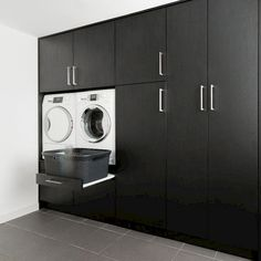 Wasmachinekast op maat | Woninginrichting-Aanhuis.nl | Woninginrichting Aanhuis Laundry Nook, Laundry Room Bathroom, Modern Laundry Rooms, Laundry Room Layouts, Laundry Room Storage, Barn House Conversion, Modern Washing Machines, Laundry Room Inspiration, Home Office Space