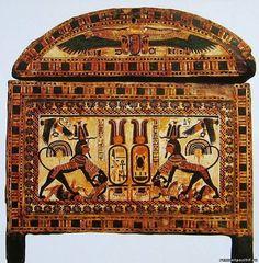 Ларец. Каир. Музей. Роспись одного из ларцов показывает фараона на колеснице, охотящегося на львов или поражающего врагов