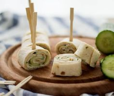 Tortilla bites with chicken and cucumber Falafel Wrap, Tortilla Wraps, Easy Snacks, Healthy Snacks, Bacon Wrapped Chicken Bites, High Tea, Caramel Apples, Cooking Time, Food And Drink
