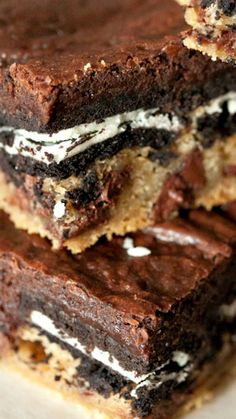 Changing it up some and using already made cookie dough :) Slutty Brownies Recipe ~ the ultimate decadent sweet treat. Layers of cookie dough, brownies and oreos make up this crazy good dessert Brownie Recipes, Cookie Recipes, Cookie Dough Oreo Brownies, Best Brownies, Caramel Brownies, Cheesecake Brownies, Oreo Cake, Cheesecake Desserts, Recipes