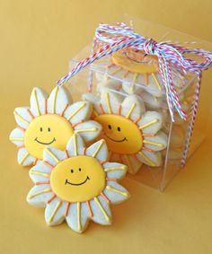 Don't these sunny cookies just make you smile? =) I recently made these happy cookies as gifts for my daughter's Vacation Bible School t. Summer Cookies, Fancy Cookies, Iced Cookies, Easter Cookies, Cute Cookies, Cookies Et Biscuits, Cupcake Cookies, Christmas Cookies, Cupcakes