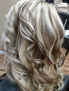 Wavy hairstyle & blonde highlights ombre hair color grey s… | Flickr Hair Color And Cut, Cool Hair Color, New Hair Colors, Hair Highlights And Lowlights, Highlight And Lowlights, Platinum Highlights, Chunky Blonde Highlights, Caramel Highlights, Color Highlights