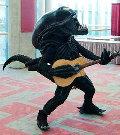 Alien creature signing and play guitar Couple Halloween Costumes, Adult Costumes, Cosplay Costumes, Woman Costumes, Pirate Costumes, Group Costumes, Alien Vs Predator, Xenomorph, Science Fiction