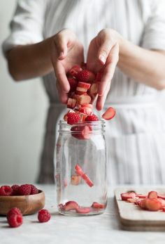 Raspberry Rhubarb & Rose Shrubs ♡ food photography & hands with food The post Raspberry Rhubarb & Rose Shrubs & Food Inspiration appeared first on Food . Food Styling, Raspberry Rhubarb, Rhubarb Juice, Rhubarb Rhubarb, Strawberry Lemonade, Food Photography Styling, Cooking Photography, Food Art, Food Inspiration