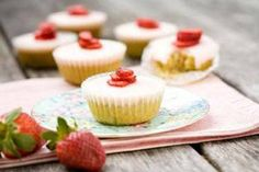 Strawberry, almond and vanilla cupcakes