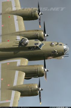 """""""THUNDERBIRD"""" Boeing B-17G-105-VE Flying Fortress (Sn 44-85718) (N900RW) Owned and Operated by Lone Star Flight Museum, Galveston, Texas"""