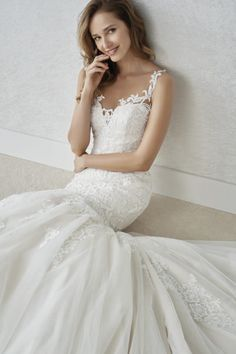 White One Fada - Ananász Esküvői ruhaszalon