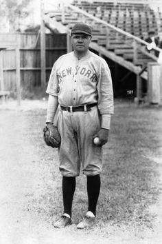 This picture shows Babe Ruth. He is known as one of the best baseball player's in the world. Babe Ruth played for the Yankees. New York Yankees Baseball, Ny Yankees, Baseball Jerseys, Baseball Scoreboard, Baseball Games, Baseball Tickets, Baseball Snacks, Baseball Scores, Baseball Uniforms