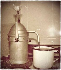 Automatic Coffee Machine, How To Make Coffee, Old Photos, Childhood Memories, Retro Vintage, Coffee Maker, Old Things, Budapest, Traditional