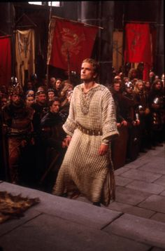 Edward Atterton as King Arthur in The Mists of Avalon, 2001 High Fantasy, Medieval Fantasy, King Arthur Merlin, Mists Of Avalon, Green Knight, Chivalry, Movie Costumes, Middle Ages, Fairy Tales