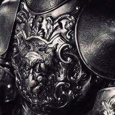A very beautiful medieval armor set. Armadura Medieval, Knight In Shining Armor, Knight Armor, Arm Armor, Body Armor, Fantasy Armor, Medieval Fantasy, Narnia, Costume Armour
