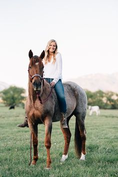 Cute Horse Pictures, Horse Senior Pictures, Country Senior Pictures, Horse Photos, Senior Pics, Senior Posing, Senior Session, Horse Girl Photography, Western Photography