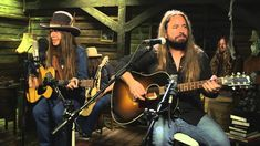 Blackberry Smoke - Living in the Song (album Holding All The Roses, new on 29)