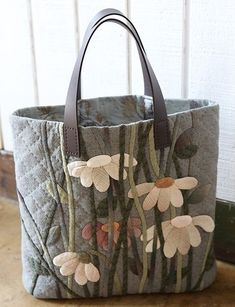 18 Ideas For Sewing Crafts Bags Louis Vuitton Japanese Patchwork, Japanese Bag, Patchwork Bags, Quilted Handbags, Quilted Bag, Handmade Handbags, Handmade Bags, Bag Quilt, Diy Sac