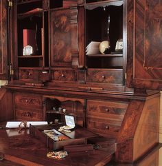 Italian Neoclassicism finds in Lombard experience special characteristics, particularly in inlayed furniture