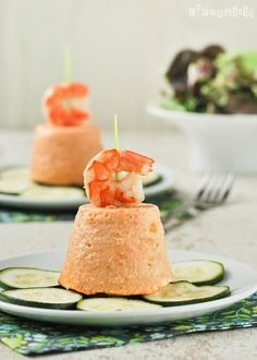 Flan+de+gambas+y+pimientos+con+calabacín. Seafood Recipes, Cooking Recipes, Amazing Food Photography, Cupcakes, Food Decoration, Appetizers For Party, Food Presentation, Mousse, Food And Drink
