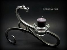 Diseño original de Naz fragua *** Este sostenedor de vela de dragón comenzó…