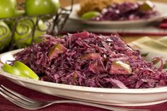 1 red cabbage, shredded (about 2-3/4 pounds), 2 Granny Smith apples, peeled and sliced, 4 T butter, 1/4 C apple cider vinegar, 1 bay leaf, 1/4 C brown sugar (splenda and molasses), 1 teas salt, 1/4 teas black pepper, 1/4 teas ground cloves