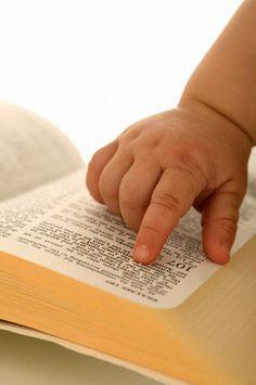 """""""Para ser sábio, é preciso primeiro temer a Deus, o Senhor. Os tolos desprezam a sabedoria e não querem aprender... quem me ouvir terá segurança, viverá tranquilo e não terá motivo para ter medo de nada."""" Provérbios 1:7 e 33"""