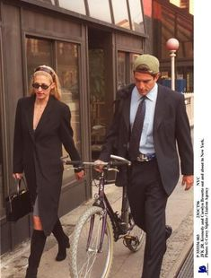Nadire Atas on JFK JR and Camelot Carolyn Bessette-Kennedy and John Kennedy, Jr. Los Kennedy, John Kennedy Jr, Carolyn Bessette Kennedy, Jfk Jr, John Junior, John Fitzgerald, Stylish Couple, Look Chic, Style Icons