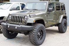 Custom 2015 Jeep Wrangler Unlimited Rubicon Tank - Fuel 18x9 Wheels
