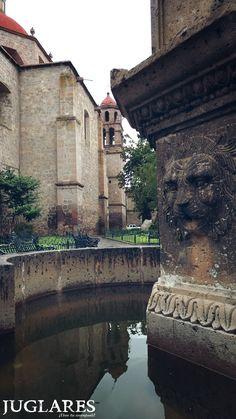 Vista de la Biblioteca Pública Universitaria, antiguo templo de la Compañía de Jesús, Morelia, Michoacán.