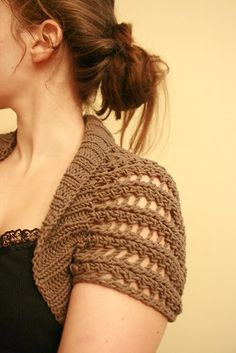 Ribbed Lace Bolero - free knitting pattern The shape of this is based on the Circular Shrug on Craftster. It's a simple but ingenious design. There is no complicated shaping (it's really just a big rectangle) and it's easily customized. Shrug Knitting Pattern, Knit Shrug, Crochet Shawl, Knitting Patterns Free, Knit Patterns, Free Knitting, Knit Crochet, Free Pattern, Knooking