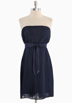 Navy Pleated Strapless Dress. Easy and Cute