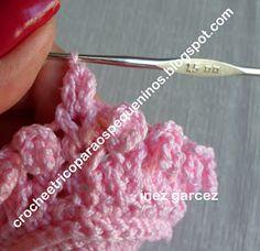Boa tarde amigas !!   Tentei fazer um PAP do sapatinho de crochê   no ponto Sonia Maria, não sei se ficou bom,   eu acho muito difícil ensi...