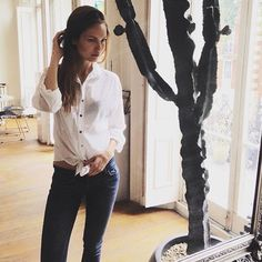 Lovely in our favorit white shirt. Ss 15, Summer Collection, London, Shirts, Tops, Women, Fashion, Moda, Big Ben London