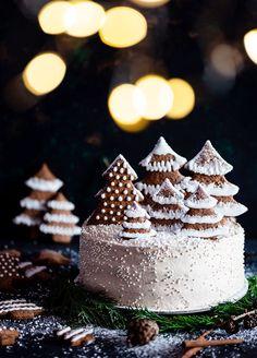 Chocolate Christmas Cake, Christmas Cake Pops, Christmas Brunch, Christmas Goodies, Christmas Desserts, Christmas Baking, Christmas Cake Designs, Christmas Cake Decorations, Holiday Cakes