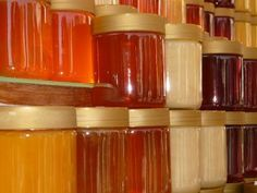Natural or pure or raw honey? Not all honey is equal. It all comes from the same place but labels with raw, pure & natural can get confusing. Raw Manuka Honey, Unfiltered Honey, Strawberry Farm, Strawberry Picking, Eating Raw, Eating Well, Diabetes, Real Honey, Natural Honey