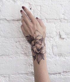 Floral Dotwork und Fine Line Tattoos von Dasha Sumkina, . - Floral Dotwork and Fine Line Tattoos by Dasha Sumkina , Floral Dotwork - Trendy Tattoos, Cute Tattoos, Beautiful Tattoos, New Tattoos, Body Art Tattoos, Tattoos For Guys, Temporary Tattoos, Army Tattoos, Hand Tattoos For Women