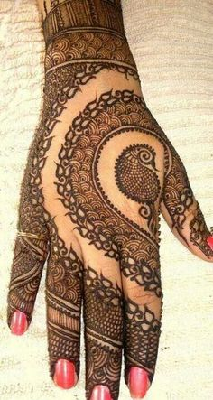 What a finishing! awesome art work..awesome mehandi! beautiful henna