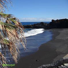 La Palma oder besser gesagt Isla Verde (Grüne Insel) ist die naturbelassenste und ruhigste Insel der Kanaren. Neben den vielen Wäldern und Vulkankratern ist sie vor allem für ihre schwarzen Sandstrände bekannt. Die Vielseitigkeit La Palmas spiegelt sich vor allem in den Wandermöglichkeiten und verschiedenen kleinen Ortschaften wider. Hast du auch Lust, die Insel zu entdecken? Frag uns auf travelyst.de einfach nach deinem Traumurlaub und schon kümmern wir uns um die besten Angebote.