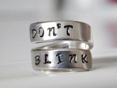 Don't Blink Doctor Who inspired Aluminum Wrap Ring handmade par FamilyHouseStampin sur Etsy https://www.etsy.com/ca-fr/listing/129961632/dont-blink-doctor-who-inspired-aluminum