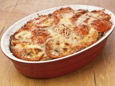 Musacaua greceasca de vinete este o reteta de musaca delicioasa, cu cartofi, vinete si cascaval, preparata in stilul mediteranean.