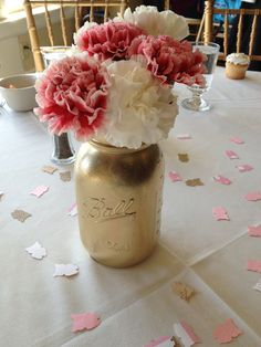 How to: Gold Mason Jar centerpieces - so beautiful