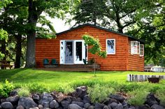 Enjoy the sound of the waves in our lakeshore cabins on Leech Lake, Minnesota (located in Horseshoe Bay)