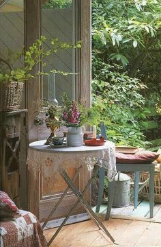 Farbe der Tür - weiß lasiert. Spitzendeckchen..Mix Home & Garden Ideas| Serafini Amelia| Outdoor Living Space-Rustic & Country ~ France: