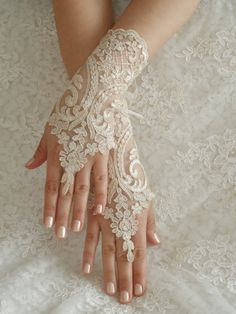 Wedding Gloves, lace gloves, Fingerless Gloves, champagne lace