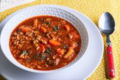 Ha egyáltalán nem hétköznapi receptre vágytok, próbáljátok ki ezt a grúz levest: bár egy kicsit időigényes de a fűszerektől és az alaplétől zseniális lesz! Chili, Soup, Kitchen, Street, Cilantro, Cooking, Chile, Kitchens, Soups