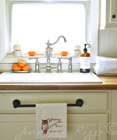 Great idea to have a towel bar installed on the drawer blank under the sink.