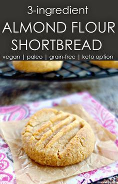 Healthy almond flour shortbread made with 3 ingredients in under 30 minutes! They are also vegan Paleo grain-free gluten-free and keto (with one ingredient swap). Paleo Dessert, Dessert Sans Gluten, Dessert Recipes, Breakfast Recipes, Keto Cookies, Cookies Sans Gluten, Cookies With Almond Flour, Gluten Free Shortbread Cookies, Sugar Cookies Recipe