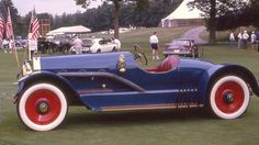 1911 Oldsmobile Limited Raceabout....somehow I think with the 707 ci 6 cylinder engine and this body this would move faster than the limousine.....looks at least 10 years ahead of its time except for the brass cowl lamps!