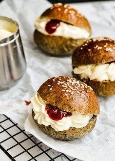 Black sesame cream buns